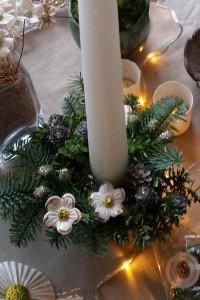 Dekoration med guldblomster hvide