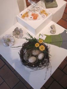 rede m. gule keramikblomster og raku æg